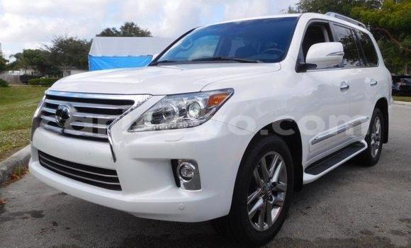 Acheter Occasions Voiture Lexus LX Blanc à Dassa–Zoumé au Benin