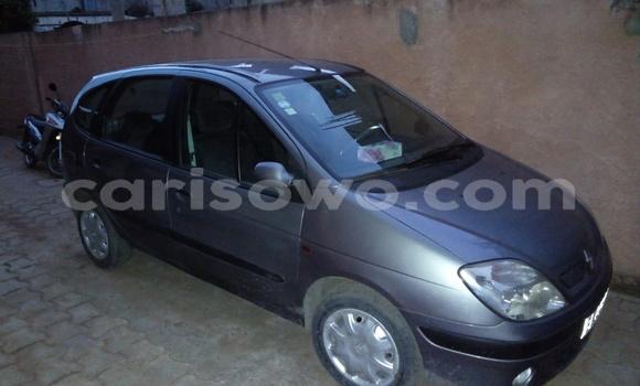 Buy Used Renault Scenic Silver Car in Abomey Calavi in Benin