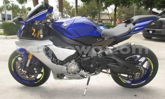 Acheter Neuf Moto Yamaha FZR Bleu à Bassila, Benin