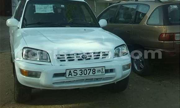 Acheter Occasions Voiture Toyota RAV4 Blanc à Cotonou au Benin