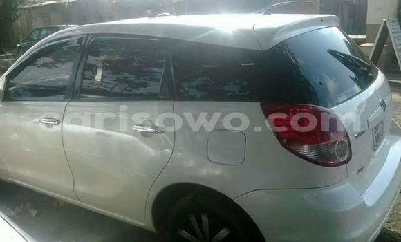 Acheter Occasion Voiture Toyota Matrix Blanc à Cotonou au Benin