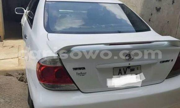 Acheter Occasions Voiture Toyota Camry Blanc à Cotonou au Benin