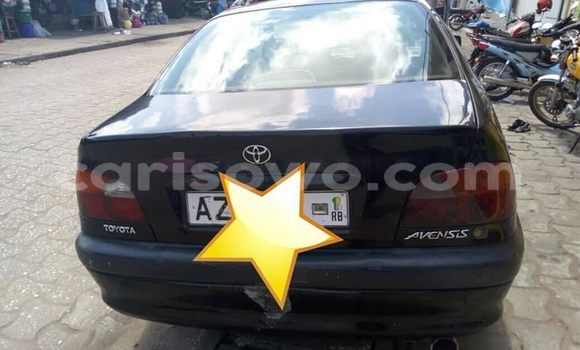 Sayi Na hannu Toyota Avensis Black Mota in Cotonou a Benin