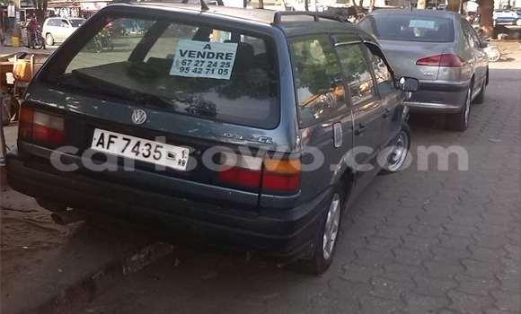 Acheter Occasions Voiture Volkswagen Passat Bleu à Cotonou au Benin
