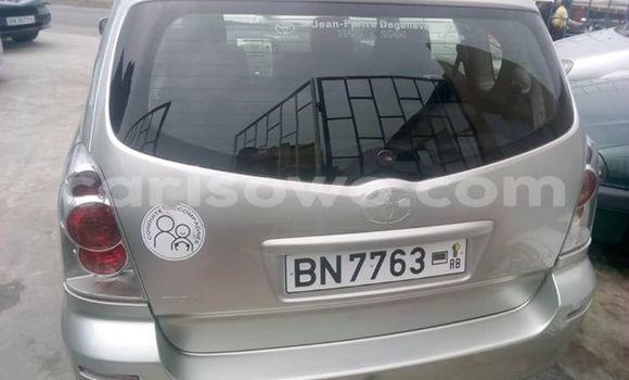 Acheter Occasions Voiture Toyota Verso Gris à Cotonou au Benin