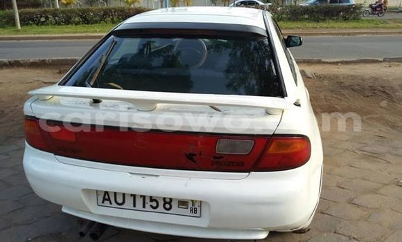 Acheter Occasion Voiture Mazda 323 Blanc à Cotonou, Benin