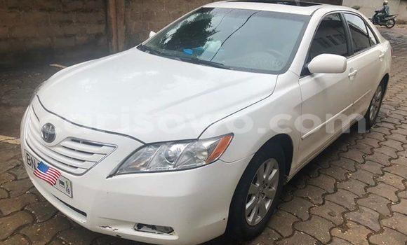 Sayi Na hannu Toyota Camry White Mota in Abomey Calavi a Benin