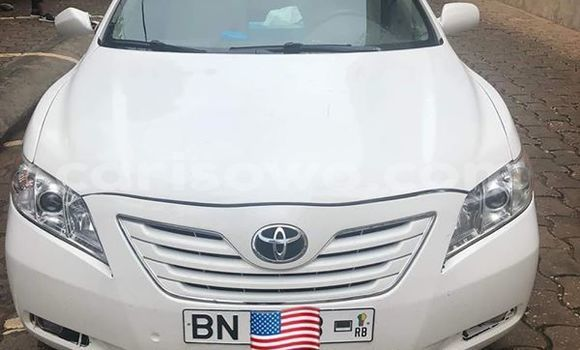 Sayi Na hannu Toyota Camry White Mota in Cotonou a Benin