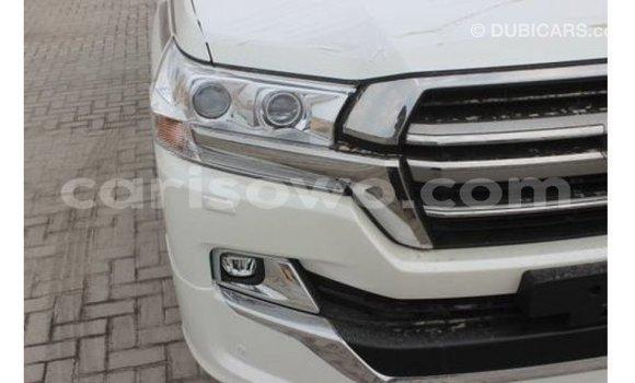 Acheter Importé Voiture Toyota Land Cruiser Blanc à Import - Dubai, Benin