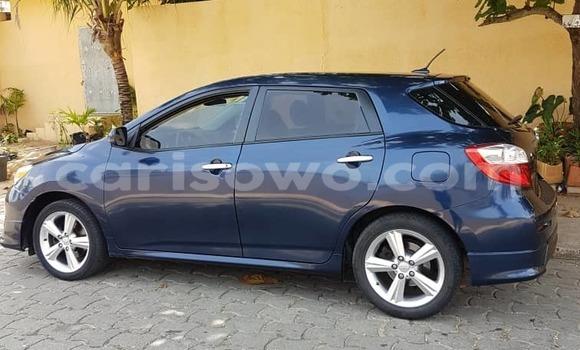 Sayi Na hannu Toyota Matrix Blue Mota in Cotonou a Benin