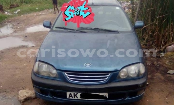 Sayi Na hannu Toyota Avensis Blue Mota in Cotonou a Benin