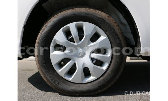 Sayi Imported Toyota Hilux White Mota in Import - Dubai a Benin