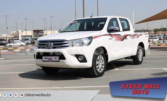 Acheter Importé Voiture Toyota Hilux Blanc à Import - Dubai, Benin