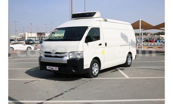 Acheter Importé Voiture Toyota Hiace Blanc à Import - Dubai, Benin