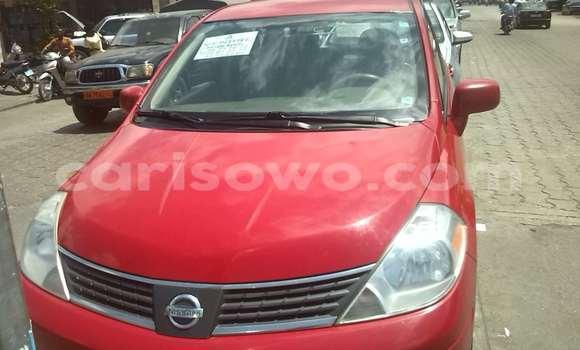Acheter Occasions Voiture Nissan Serena Rouge à Cotonou au Benin