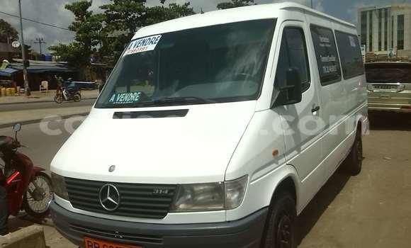 Acheter Occasion Voiture Mercedes‒Benz 190 Blanc à Cotonou au Benin