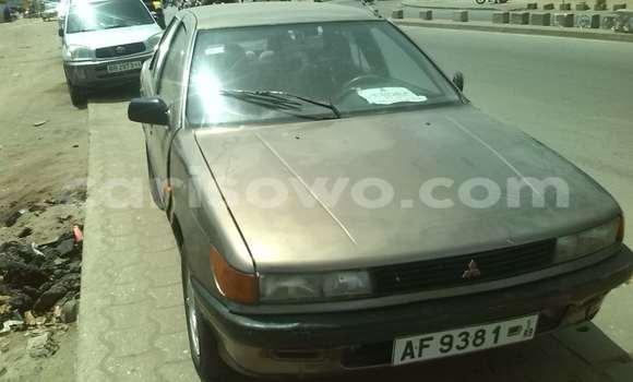 Acheter Occasion Voiture Mitsubishi Carisma Gris à Cotonou au Benin