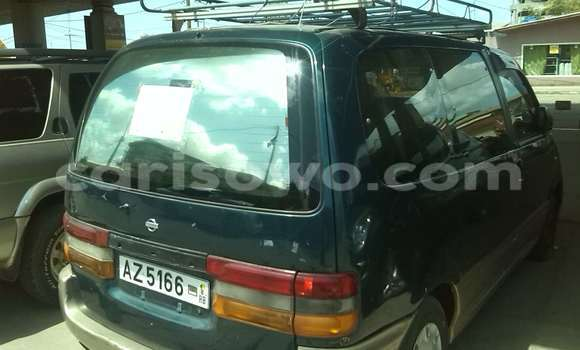 Acheter Occasion Voiture Nissan Serena Vert à Cotonou, Benin