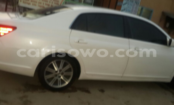 Acheter Occasion Voiture Toyota Avalon Blanc à Cotonou au Benin