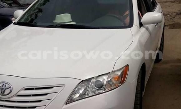 Acheter Occasion Voiture Toyota Camry Blanc à Cotonou au Benin