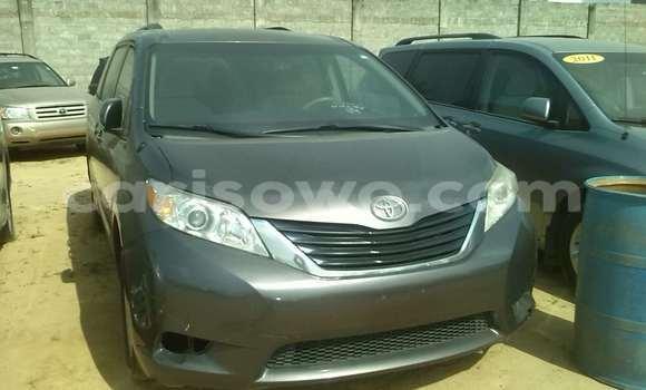 Acheter Occasion Voiture Toyota Sienna Marron à Porto Novo, Benin