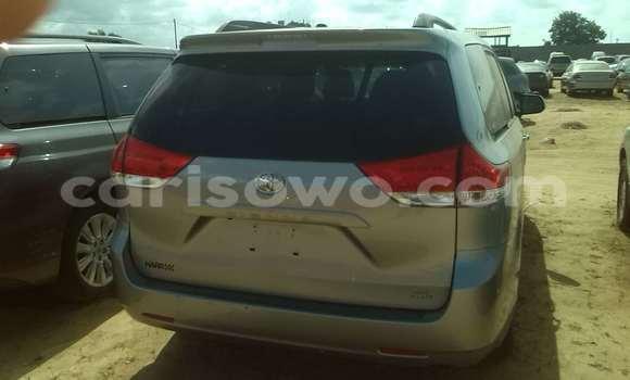 Acheter Occasion Voiture Toyota Sienna Gris à Porto Novo au Benin