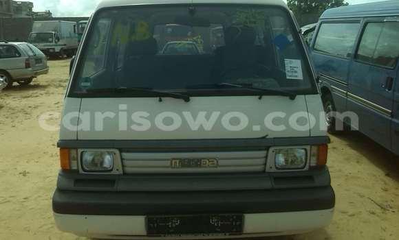 Acheter Occasions Voiture Mazda 323 Blanc à Porto Novo au Benin