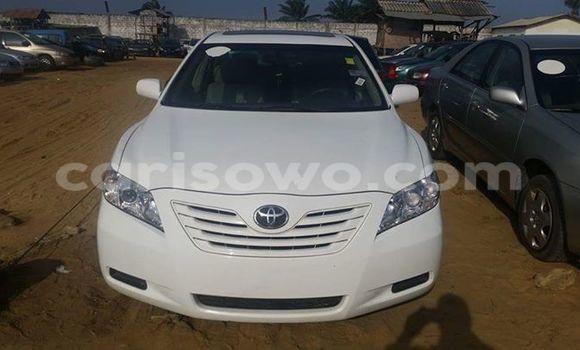 Acheter Occasion Voiture Toyota Vitz Blanc à Cotonou au Benin