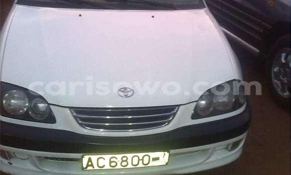 Acheter Occasion Voiture Toyota Avensis Blanc à Abomey Calavi, Benin