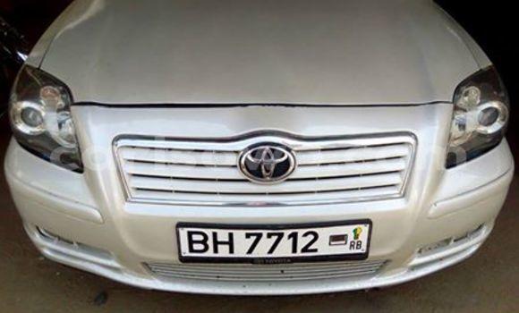 Acheter Occasion Voiture Toyota Avensis Blanc à Cotonou, Benin