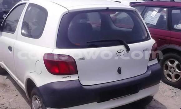 Acheter Occasion Voiture Toyota Yaris Blanc à Cotonou, Benin