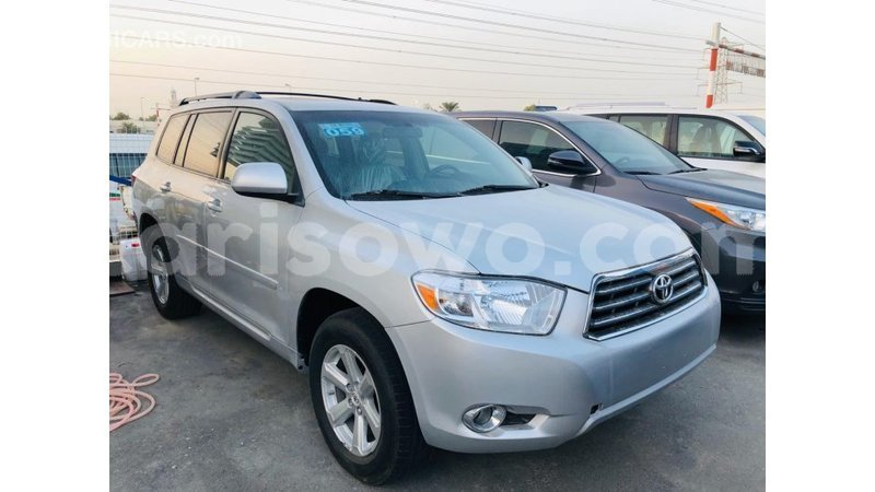 Big with watermark toyota highlander benign import dubai 9823