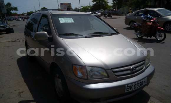 Acheter Occasion Voiture Toyota Sienna Marron à Cotonou, Benin