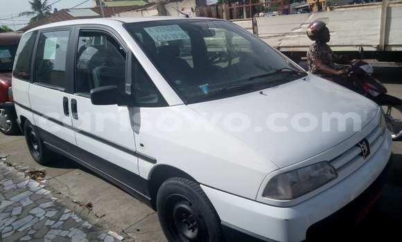 Acheter Occasion Voiture Peugeot 806 Blanc à Cotonou au Benin