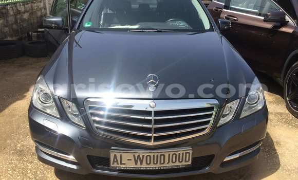 Acheter Occasion Voiture Mercedes‒Benz E–Class Bleu à Porto Novo, Benin