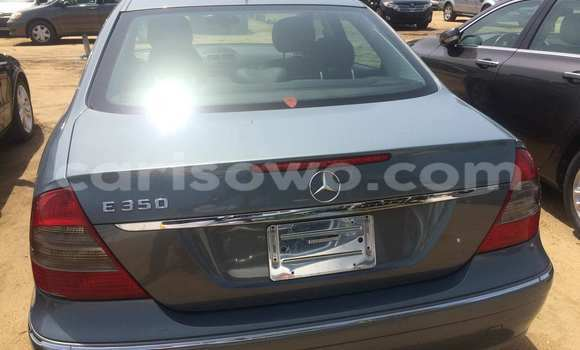 Acheter Occasion Voiture Mercedes‒Benz E–Class Gris à Porto Novo, Benin