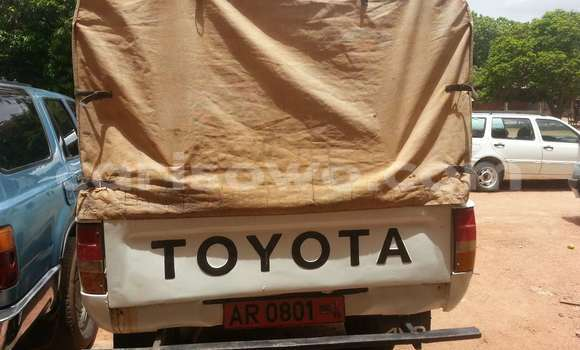 Acheter Occasion Voiture Toyota Hilux Blanc à Savalou, Benin