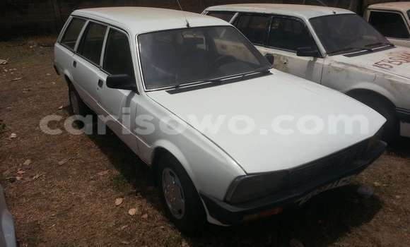 Acheter Occasions Voiture Peugeot 605 Blanc à Savalou au Benin