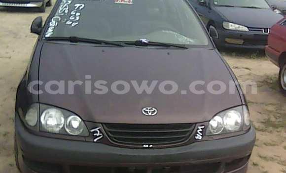 Acheter Occasion Voiture Toyota Avensis Rouge à Porto Novo au Benin