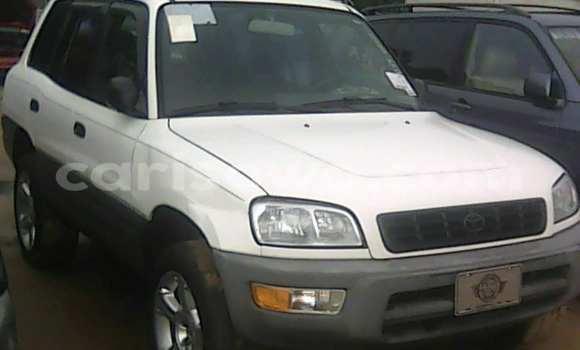 Acheter Occasions Voiture Toyota RAV4 Blanc à Porto Novo au Benin