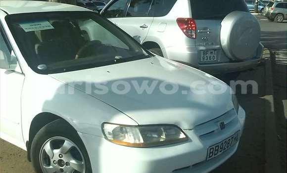 Acheter Occasion Voiture Honda Accord Blanc à Cotonou, Benin