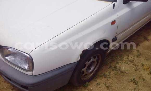 Ra Àlòkù Volkswagen Golf funfun Ọkọ̀ in Porto Novo ni Benin
